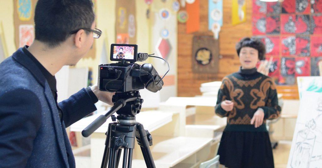 インタビュー動画風景